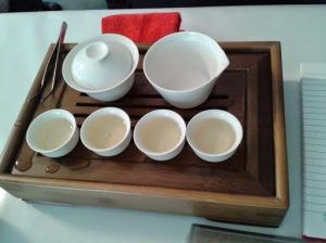azza Gaiwan, Brocca e tazzine per preparazione di tè alla maniera cinese
