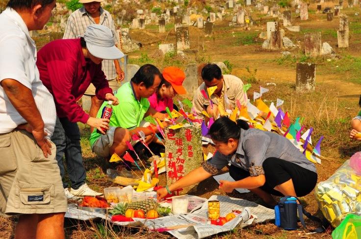 Qing Ming festa dei morti e raccolto di aprile