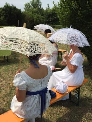 ragazze e ombrellino