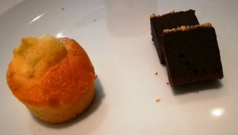 Mini plum cake alla mela e brownie al cioccolato