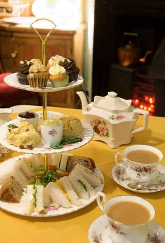 Afternoon tea- scones tramezzini ecc