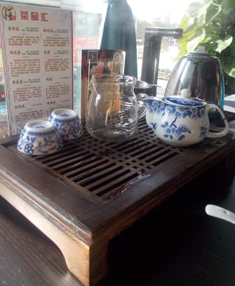 Set da te su un tavolo di un ristorante di Dim Sum