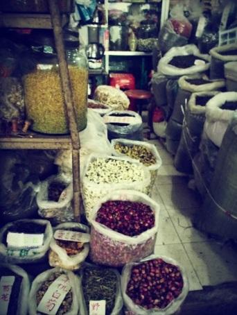 Tè sfusi, soprattutto fiori, al mercato