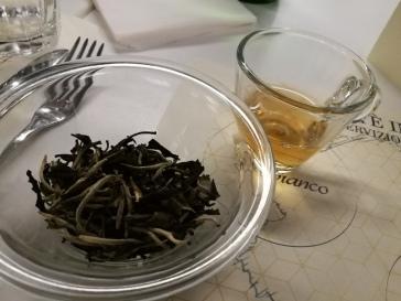 Tè bianco Yue Guang Bai