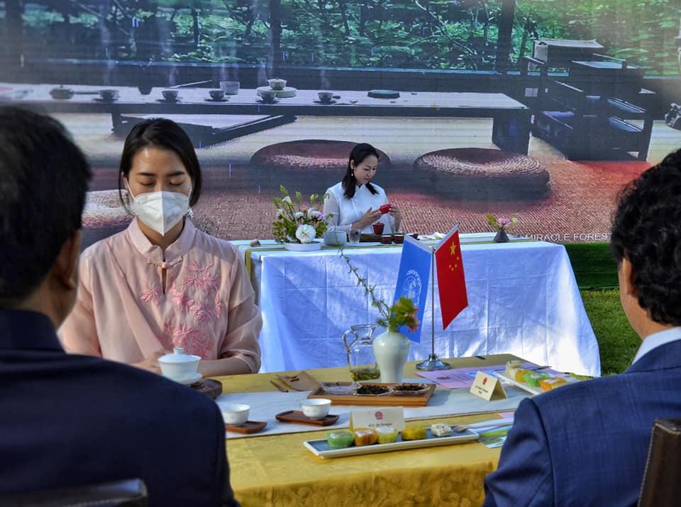 Cristina preso l'Ambasciata cinese in Italia durante la Giornata internazionale del tè a maggio  2021